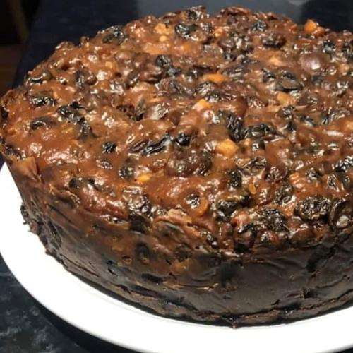 This 4-Ingredient Slow Cooker Christmas Cake Looks Like A Winner