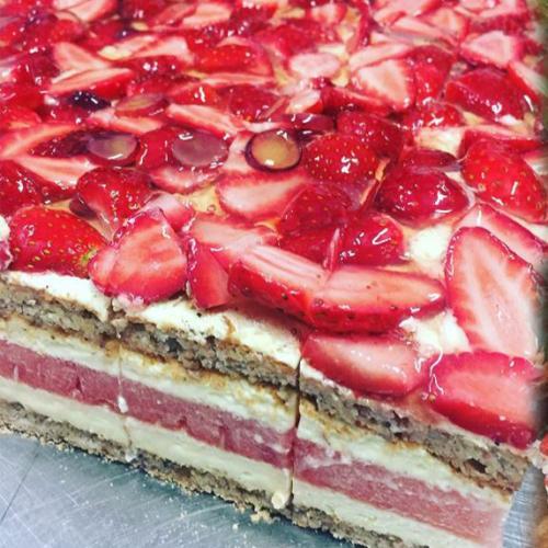 An Aussie Dessert Is The Most Instagrammed Cake In The World