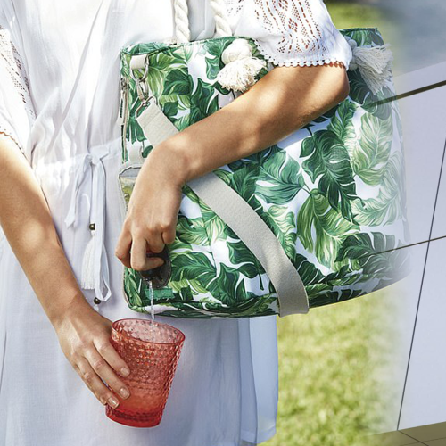 ALDI Is Selling A Tote Bag With A Built-In Wine Dispenser!