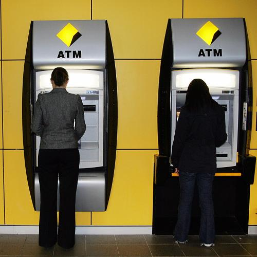 Commonwealth Bank Goes Down With Customers Unable To Make Payments & Use Services