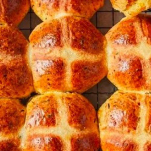 Jamie Oliver Has Released A New Hot Cross Bun Recipe And Everyone Agrees, It's Not A Thing