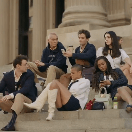 Gossip Girl Releases A Teaser & The Iconic Kristen Bell's Voice Is BACK!