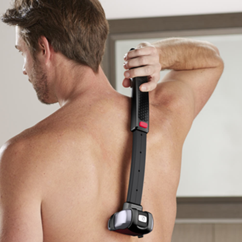 Yumi's Mind Is Blown After Finding A 'Selfie Stick' Back Hair Shaver